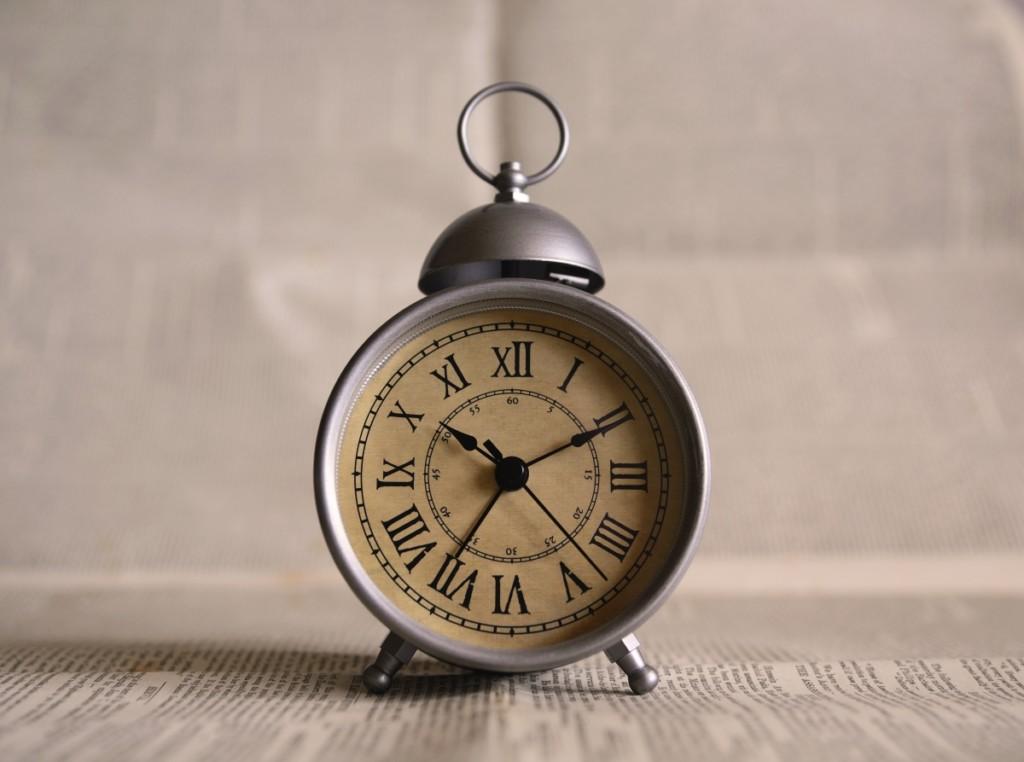 Una vecchia sveglia a rappresentare il conto alla rovescia per la partenza di The Half Hermit per il viaggio di #destinationIceland