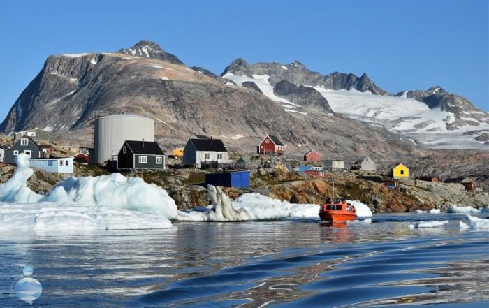 Le escursioni in barca sono l'unica soluzione per allontanarsi da Tasiilaq in cerca di altri villaggi, balene e fronti glaciali.