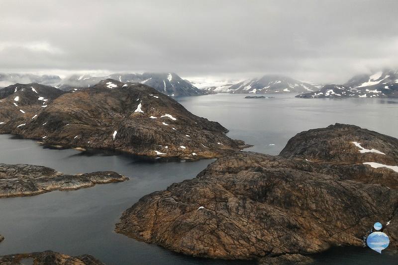 Fotografia scattata dall'elicottero che collega Tasiilaq a Kulusuk, sulla costa orientale della Groenlandia.