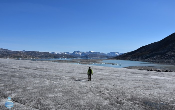 Betrand, one of the travellers I met during my trip to Greenland, walking on the greenlandic ice cap.