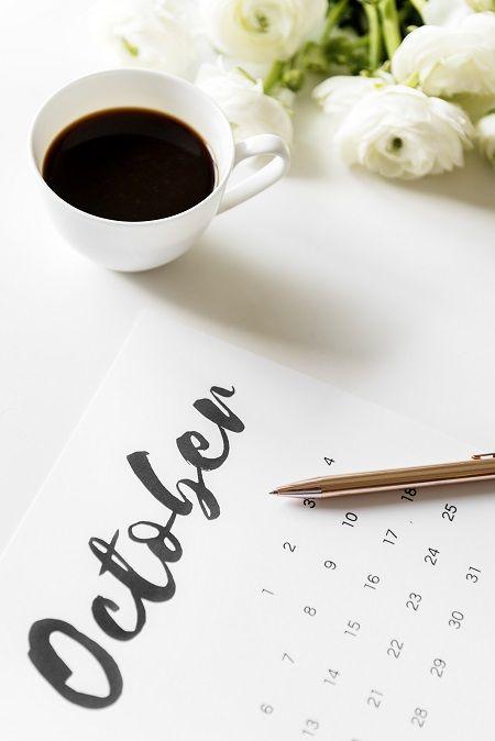 Un calendario e una matita per prendere nota degli eventi ai quali prenderò parte o dove sarò ospite. E quelli che consiglio di inserire in agenda agli appassionati di scrittura, viaggi e solitudini.