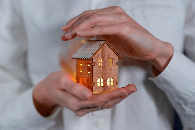 Le storie isolate non sono necessariamente esposte o tristi, possono essere una piccola casa in legno, illuminata e protetta.